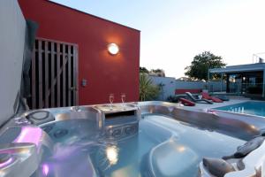 photo piscine spa hôtel